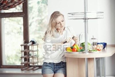 Фэн-Шуй. У моей дочери-подростка очень плохой аппетит. Она разборчива в еде и ест совсем немного. Что делать?